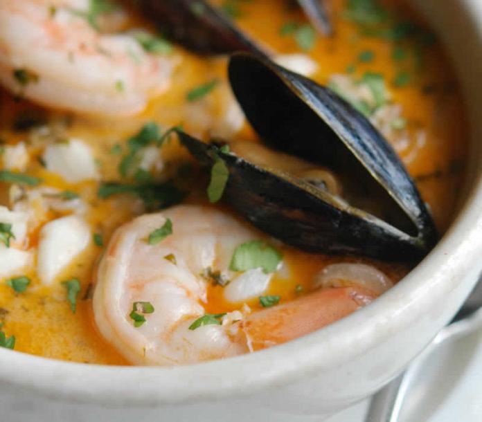 Soupe de crevettes et de moules
