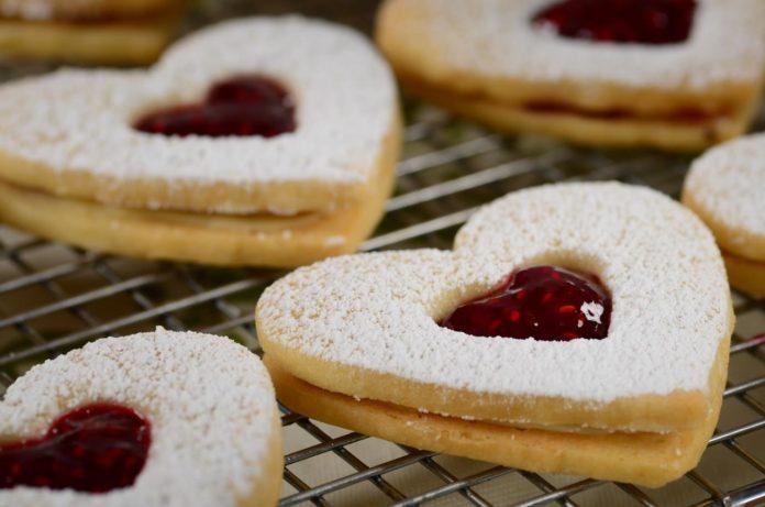 Biscuits sablés de Noël à la confiture au Thermomix