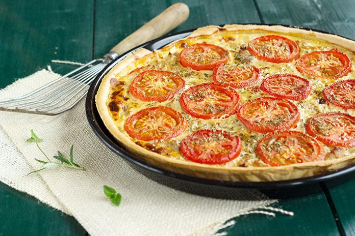 Tarte au tomate et thon au thermomix. Découvrez cette délicieuse recette de Tarte au tomate et thon, simple et facile à réaliser au thermomix.